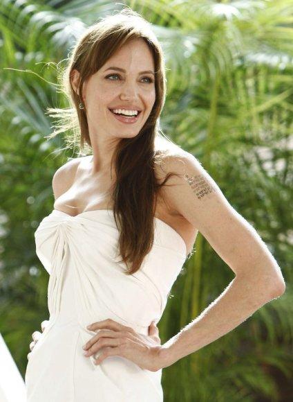 "Aktorė Angelina Jolie dalyvavo filmo ""Druska"" (Salt) premjeroje Kankune."