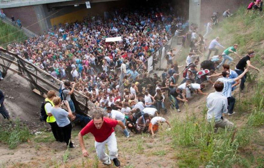 """Festivalyje """"Love parade"""" šeštadienį žuvo 19 žmonių, dar apie 340 sunkiai sužeisti."""