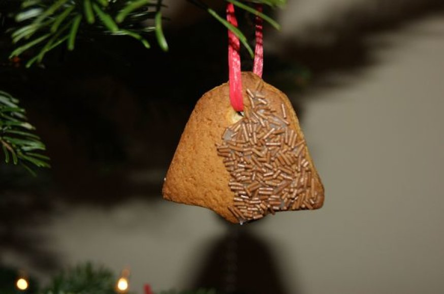 """""""Savo Kalėdų eglutę šiemet puošiau rankų darbo meduoliais,"""" rašo skaitytoja Ieva iš Anglijos."""
