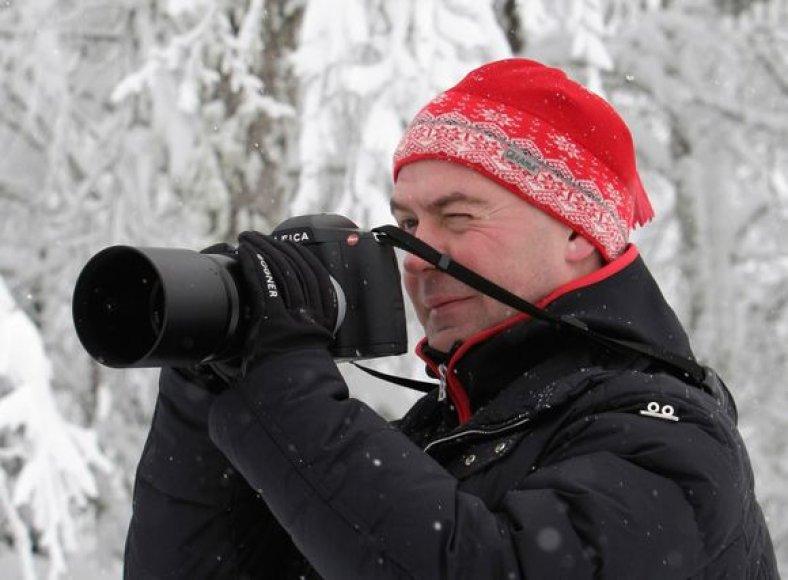 D.Medvedevas kalnuose imasi ir fotoaparato.