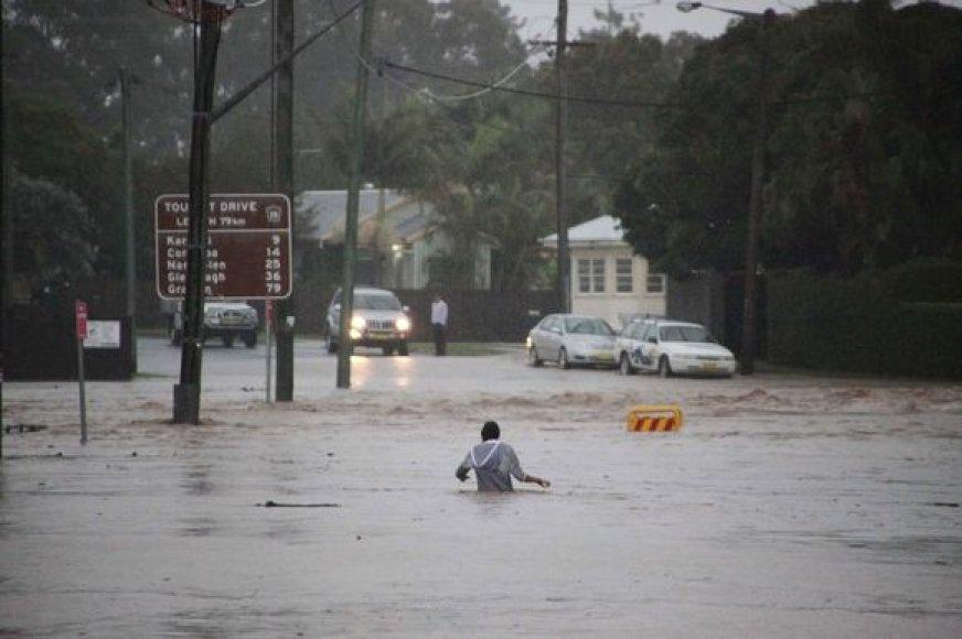 Australijos rytinę pakrantę siaubia potvynis.