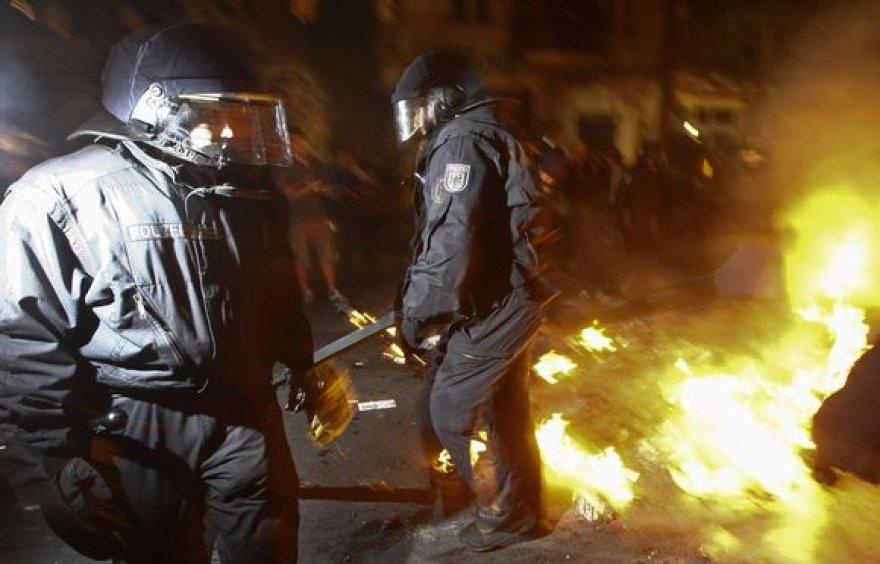 Vokietijoje – susirėmimai su demonstrantais.