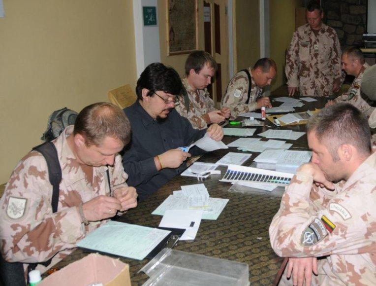 Afganistane tarnaujantys Lietuvos kariai dalyvavo Lietuvos prezidento rinkimuose.