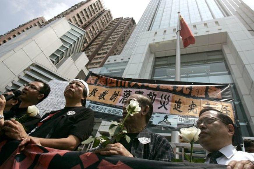 Kinija mini pirmąsias niokojančio Sičuano žemės drebėjimo metines.