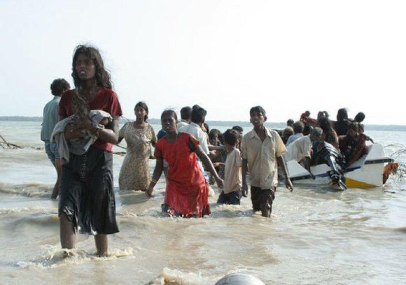 """Šri Lankos kariai užėmė tamilų """"tigrų"""" kovotojų kontroliuotą pakrantės ruožą."""
