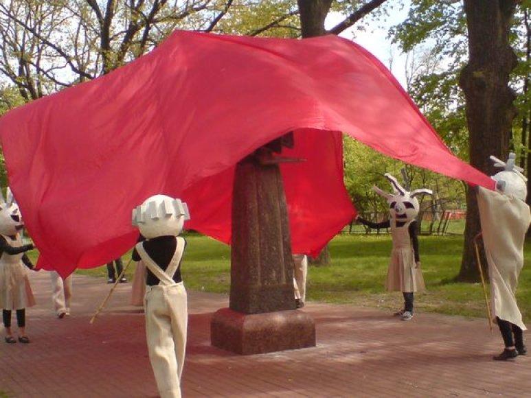 Skulptūrų parkas pasipuošė dviem restauruotais kūriniais.
