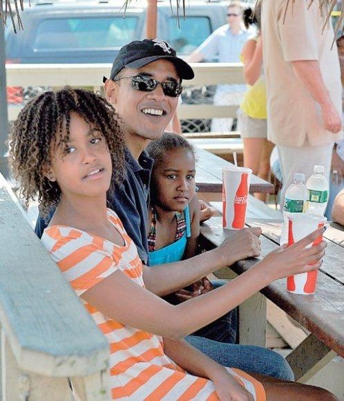 Saloje B. Obama su dukromis mėgo eiti į greitojo maisto restoranus.