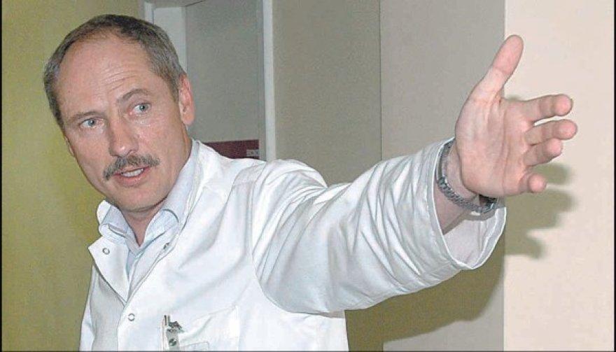 Kauno 2–osios klinikinės ligoninės vadovas T.Jankauskas aiškina, kad susitikimo datą derino su mero referente.