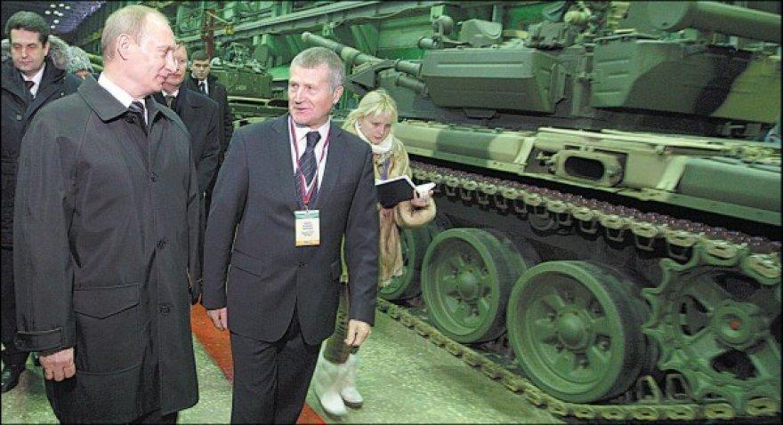 Premjeras V.Putinas mėgsta lankytis Rusijos ginklų gamyklose.