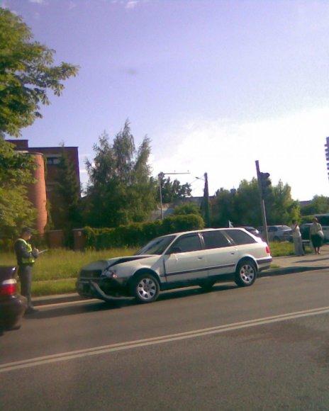 """Žalgirio g. susidūrė automobiliai """"Audi"""" ir """"Toyota""""."""