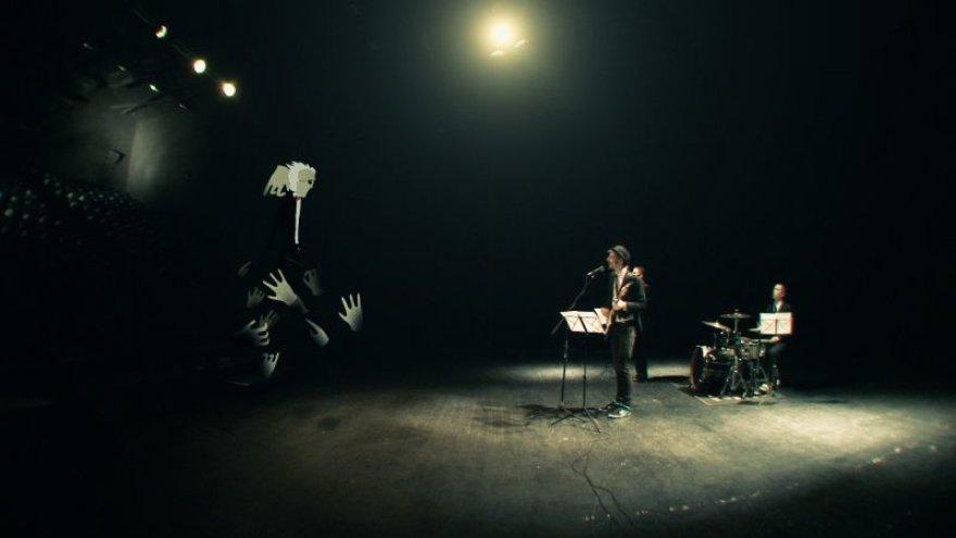 """""""Freaks On Floor"""" pristato pirmąjį vaizdo klipą."""