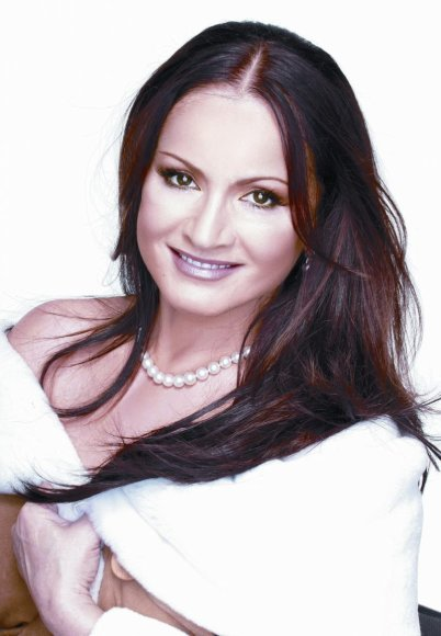 Legendinė estrados žvaigždė Sofia Rotaru surengs gastroles Lietuvoje.
