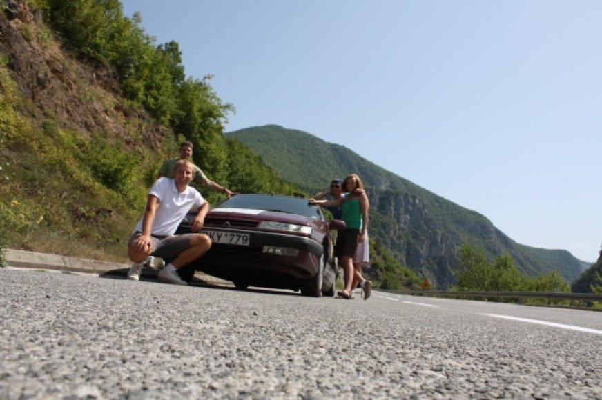 Keturi VU Ekonomikos fakulteto studentai aliejumi varomu automobiliu apkeliavo Balkanų pusiasalį.