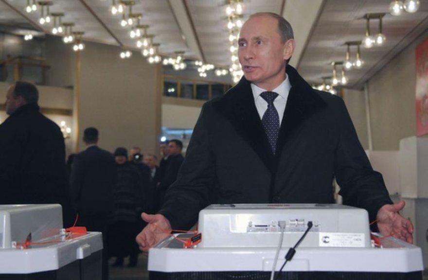 Balsavo Vladimiras Putinas.