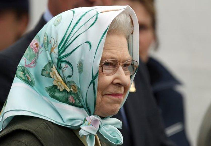 Elizabet II visiems palieka nepaprastai malonios, bet uždaros asmenybės įspūdį.