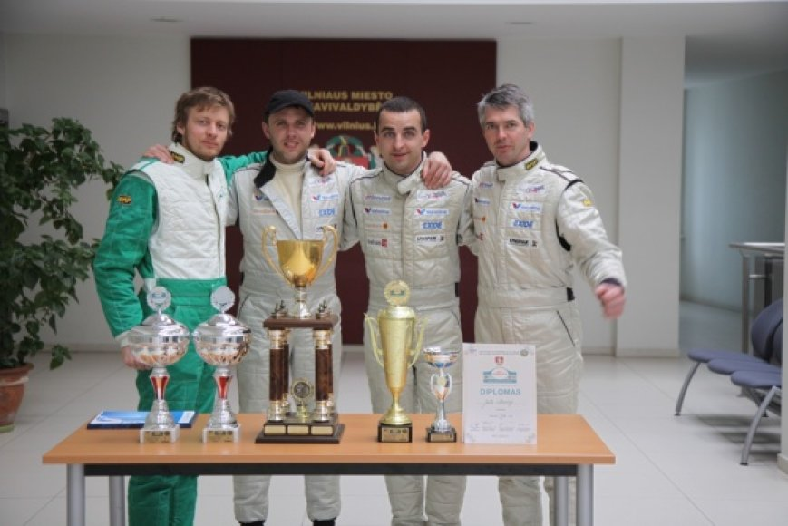 """""""Juta racing"""": Vytautas Švedas su šturmanu Žilvinu Sakalausku ir Žilvin"""
