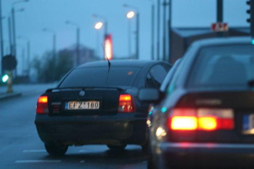 Fotopolicijos fotomįslė: kas vairuoja šį VW Passat