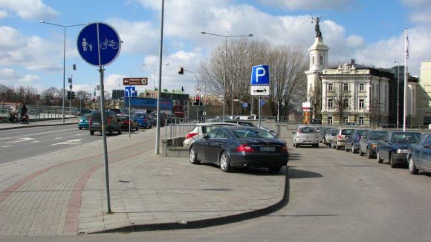 Mersedesas Upės gatvėje, Vilniuje