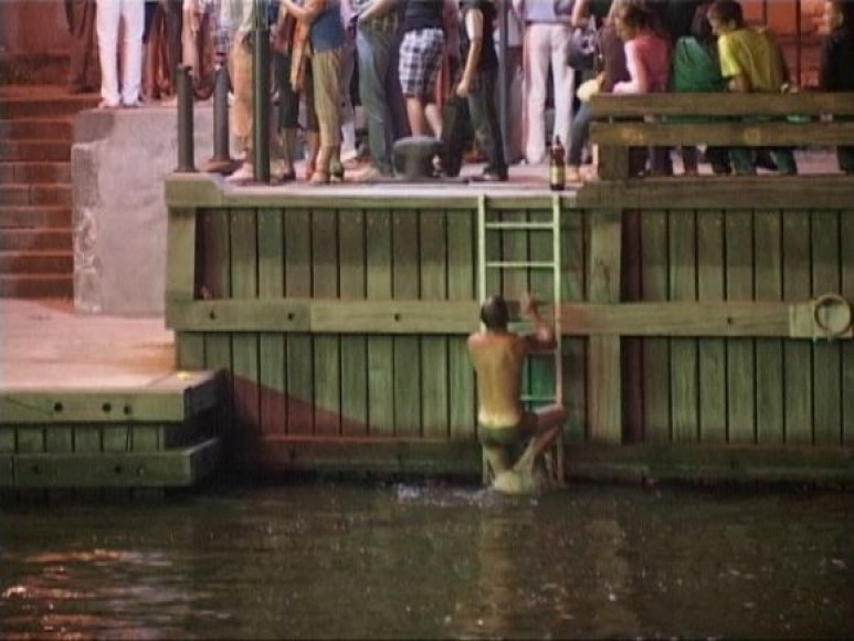 Jūros šventės metu vyras nušoko nuo tilto