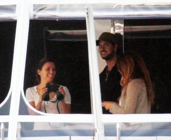 Eva Longoria jachtoje su daininku Eduardo Cruzu