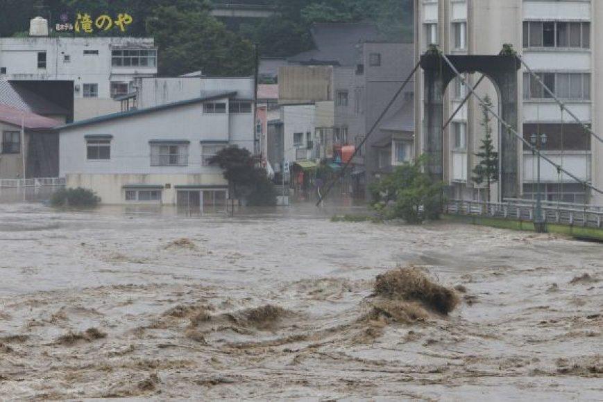 Potvynis Japonijoje pareikalavo aukų