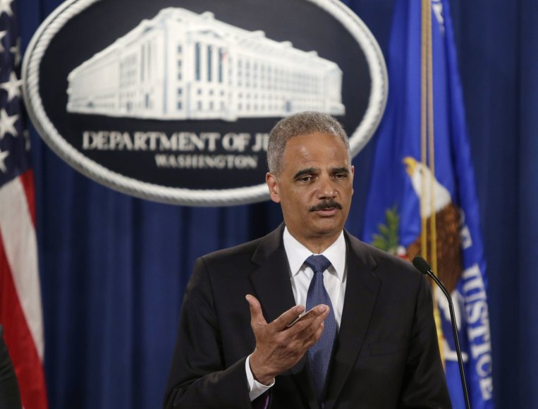 E.Holderis yra vienas iš vos trijų tebetarnaujančių pirmojo B.Obamos kabineto Baltuosiuose rūmuose narių