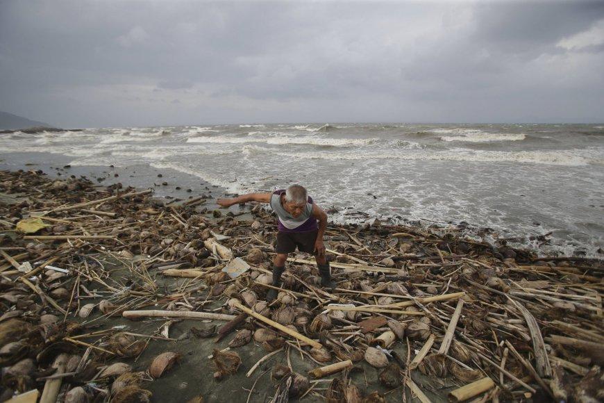 Filipinų gyventojai ruošiasi atremti taifūną Hagupit 2014 m. gruodžio 06 d.