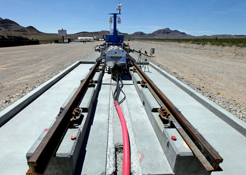 "AFP/""Scanpix"" nuotr./Įmonės ""Hyperloop One"" prototipo bandymai"