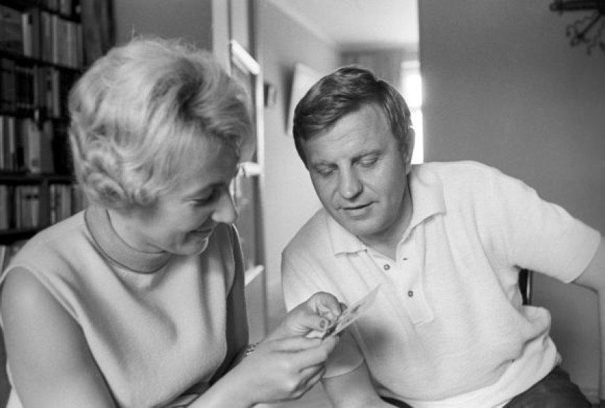 Justinas Marcinkevičius su žmona 1960 m.