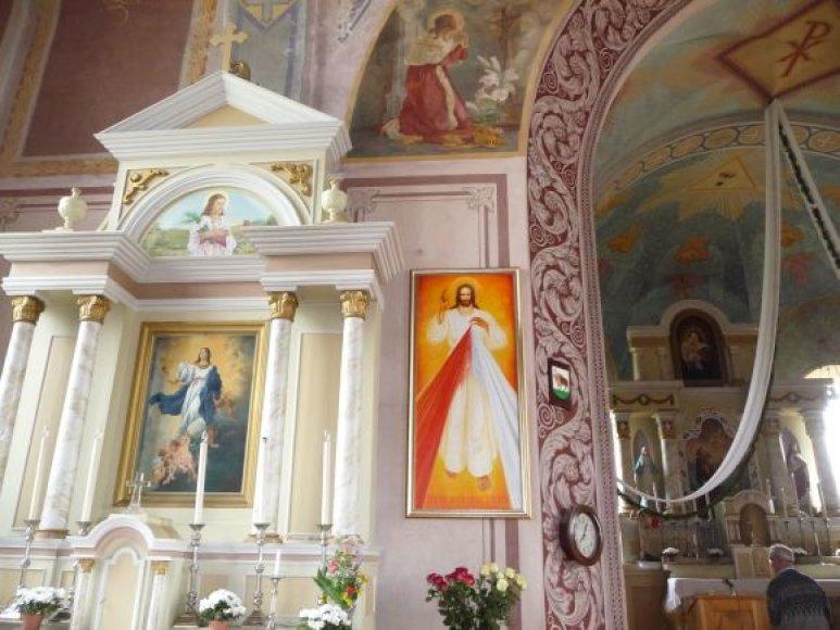 Dailininkas Vaidotas Kvašys Perlojai dovanojo Gailestingojo Jėzaus paveikslą