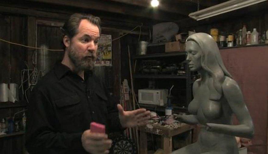 Danielis Edwarsas kuria Angelinos Jolie skulptūrą.