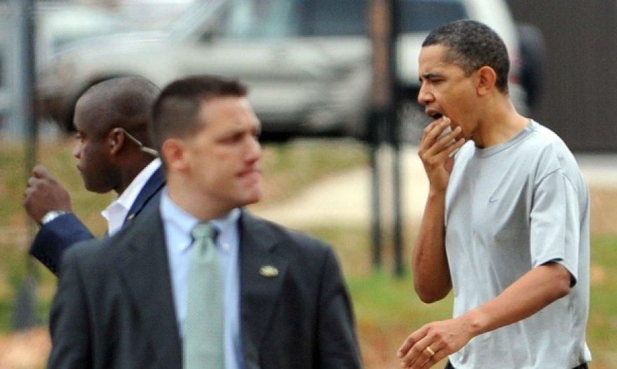 Barackas Obama krepšinio aikštelę paliko prakirsta lūpa.