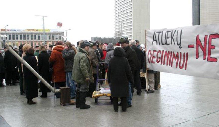 Lazdynų gyventojų protestas prie Vilniaus miesto savivaldybės dėl Vilniaus regioninės komunalinių atliekų deginimo gamyklos statybos
