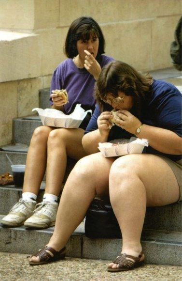 Greitojo maisto ištroškusios moterys