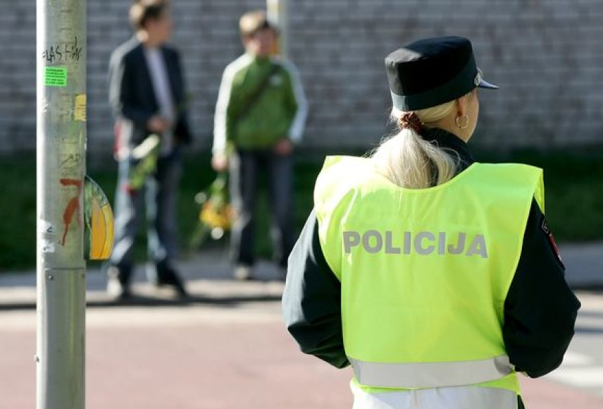 Vilniaus policija nuo pat ankstyvo ryto tikrina gaunamus pranešimus apie rinkimų agitaciją greta rinkiminių apylinkių.