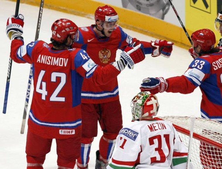 Rusai pasaulio čempionate kol kas neklumpa