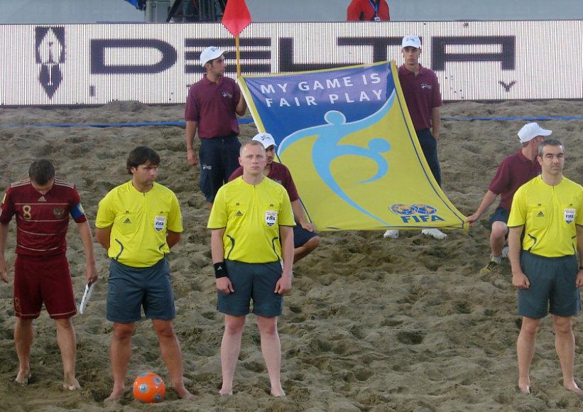 R.Cviklinskis (geltona apranga antras iš kairės) paplūdimio futbolo turnyre Italijoje.