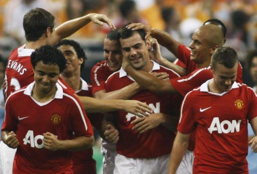 """""""Manchester United"""" žaidėjai džiaugiasi pergale"""