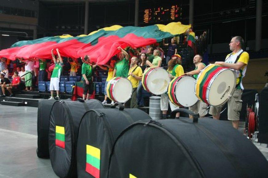 Lietuvos krepšinio rinktinės sirgaliai ir jų būngai