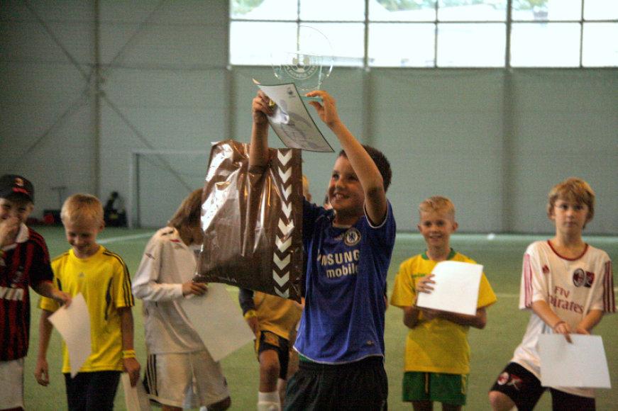 Nugalėtojas Lukas su LFF prizu