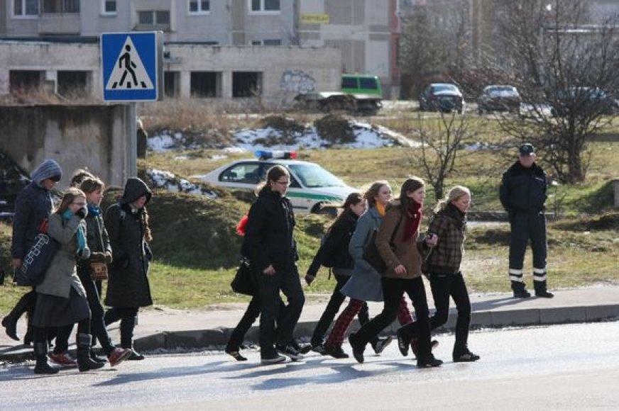 Užvakar Kauno gatvėse po automobilių ratais pateko net 4 per pėsčiųjų perėja ėję jaunuoliai.