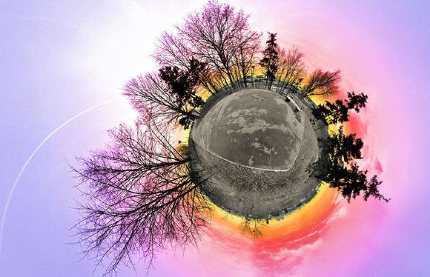 Savo mažąsiais planetas fotomenininkas sukuria iš dešimčių skirtingų nuotraukų.