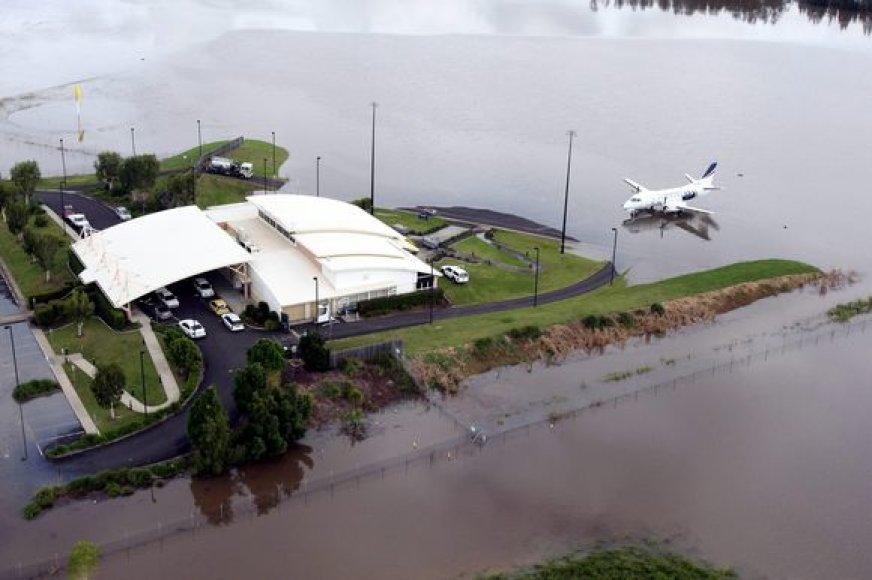Australijoje per potvynį žuvo žmogus, tūkstančiai evakuojami.