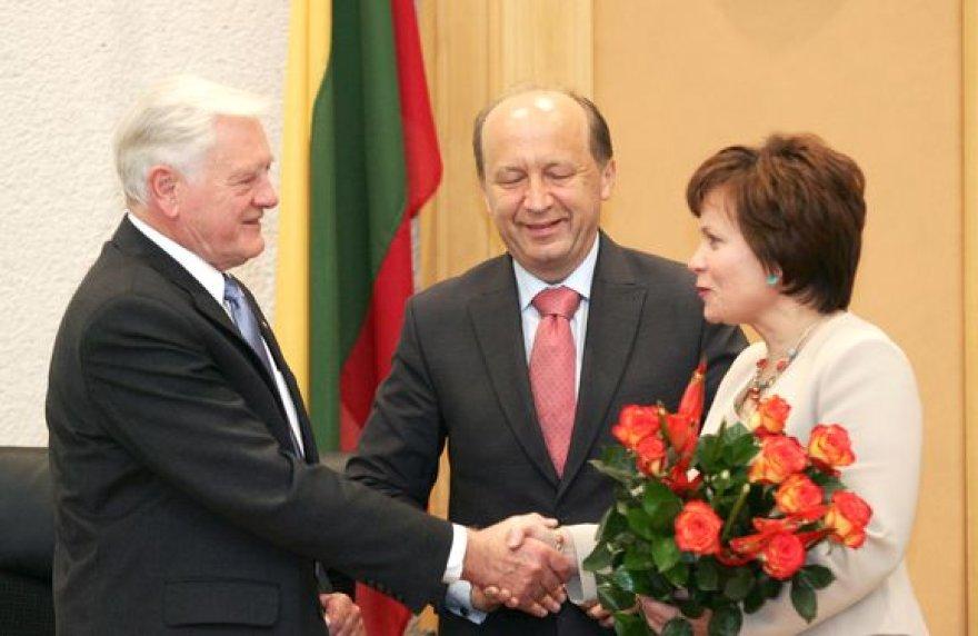 Paskutinę savo darbo dieną kadenciją baigiantis prezidentas Valdas Adamkus Vyriausybės rūmuose atsisveikino su kabineto nariais bei kanceliarijos darbuotojais.