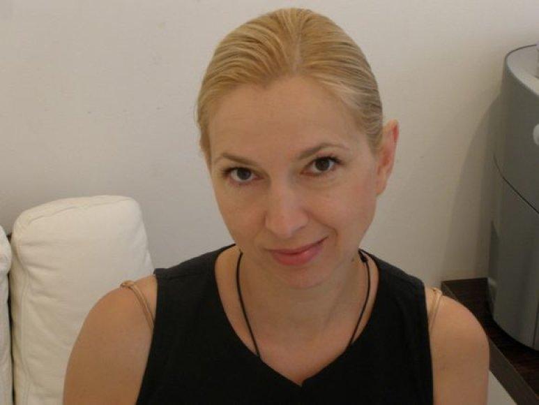 Originaliosios kalėdinės Kauno eglės puošėja J.Šmidtienė Vilniaus knygų mugėje labiau dairosi ne grožinės, bet profesinės literatūros.
