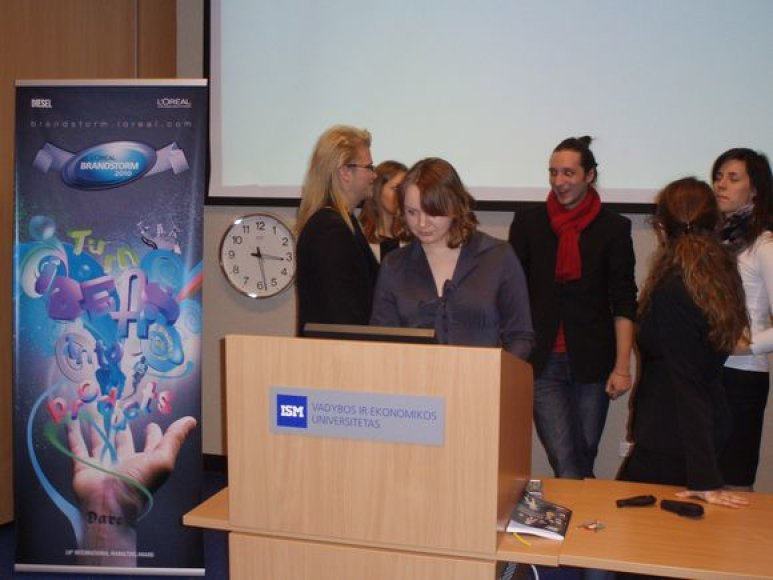 """Trys ISM studentų komandos atstovaus Lietuvai """"L'Oreal Brandstorm 2010"""" konkurse."""