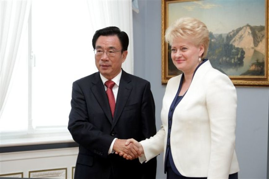 Prezidentė D.Grybauskaitė su Kinijos komunistų partijos centrinio komiteto nariu He Guoqiangu