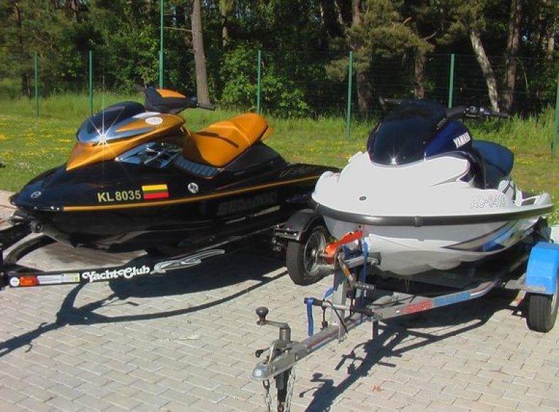Du vandens motociklininkai pažeidė sieną su Rusija.