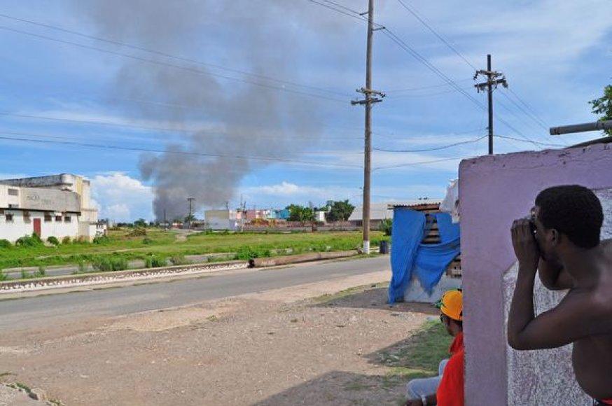 Jamaikoje per saugumo pajėgų reidą prieš narkotikų baroną žuvo daugiau nei 60 žmonių.