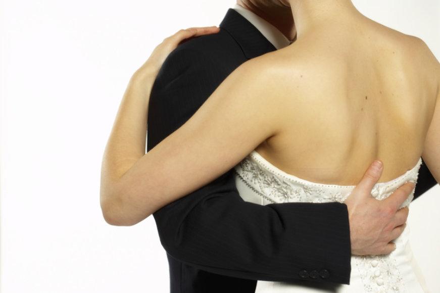 Be puošnių šventinių drabužių vestuvės sunkiai įsivaizduojamos. Ievos ir Adomo kostiumas – ne išeitis.